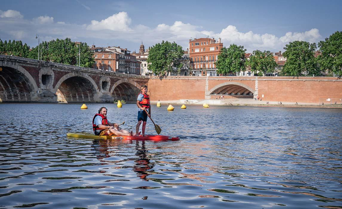 Activité nautique, paddle sur la Garonne
