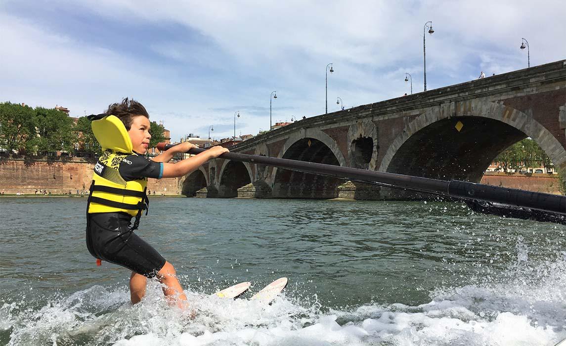 Activité nautique, ski nautique sur la Garonne