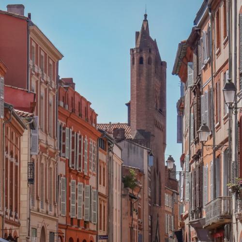 Toulouse en automne rue du Taur